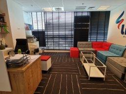 להשכרה בחולון קומת משרדים מרוהטת בבניין מפואר